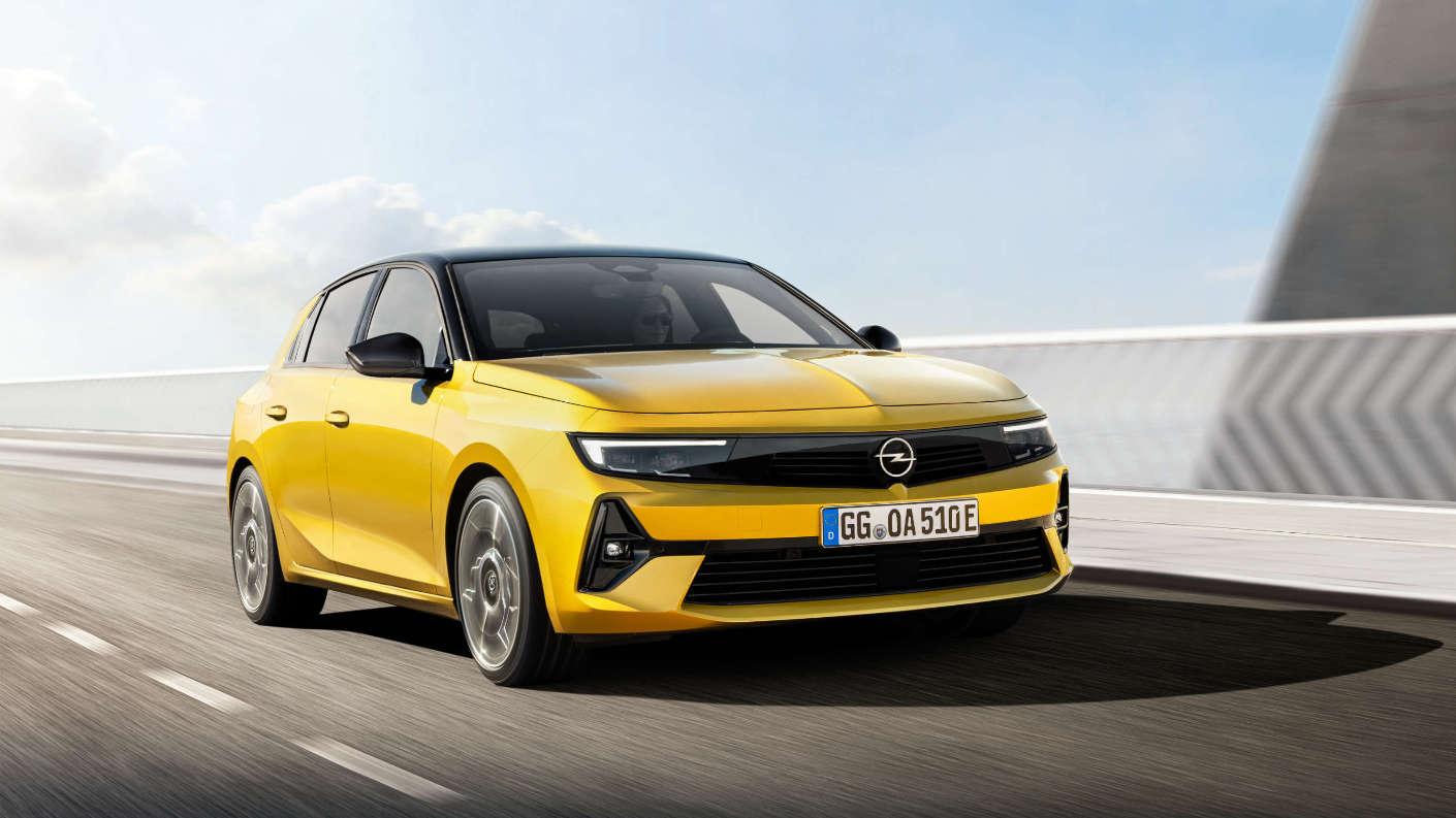 Opel Astra зразка 2021 року