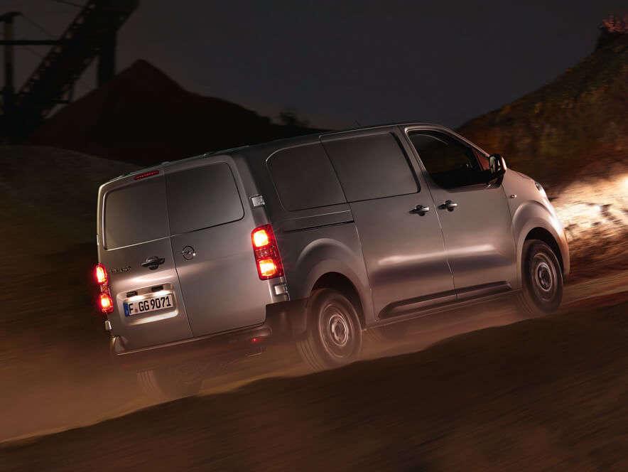 Opel, Vivaro, зовнішній вигляд у русі